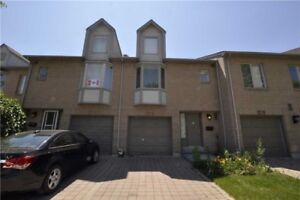Lakeview 2-Storey Condo Townhouse 3 Bed / 3 Bath, Fin Bsmnt