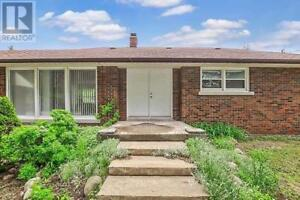 3+1 bedroom larger bungalow for rent in Sharon Hill
