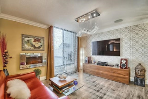 PENTHOUSE with 41x32 ft private rooftop terrace in Richmond Hill