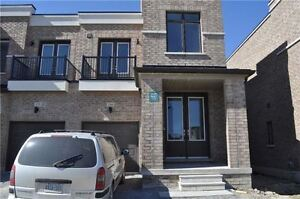 New Townhouse Aurora 4 bedroom 3 washroom - 346 elyse crt