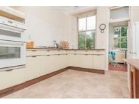 STUDENTS: Very spacious top floor 4 bed HMO flat with broadband available September