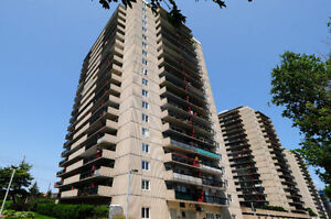 Sunny and Spacious 2 Bed, 1 Bath Unit Minutes to Downtown!
