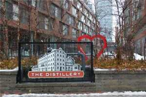 Split 2 Bdrm Condo Apt 928 Sq Ft - Historic Distillery District