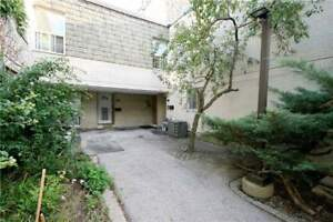 Large 4 Bdrm Townhouse Finished Bsmt With Walk/Out