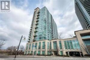 Toronto Condo for Rent - Outdoor Pool & 10 Min Walk to Lake