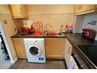 £600pm – (Please Read) Double Bedroom In Spacious 2 Bedroom Flat In Quiet Neighbourhood Close