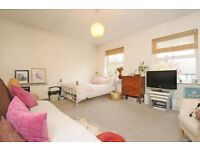Well presented studio flat to rent within popular development in Forest Hill located on Paxton Road