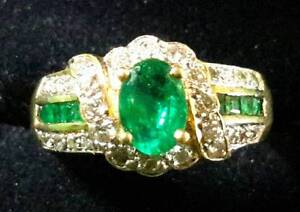 18K Gold 4.2G EMERALD RING with DIAMONDS