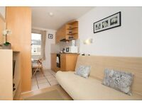 SHORT LET-Modern self contained studio with open plan kitchen and en-suite shower/WC