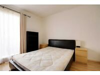 Spacious double room with private balcony in Manor Park