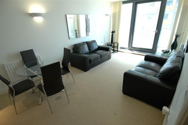 1 bedroom flat in Neutron Tower, Blackwall Way, Canary Wharf