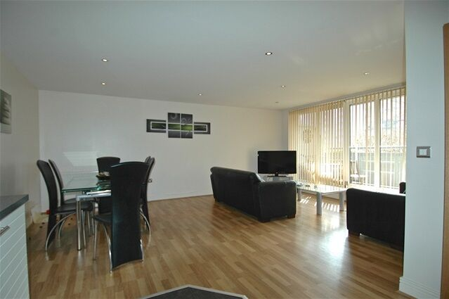 2 bedroom flat in Tradewinds, Wards Wharf Approach, Silvertown