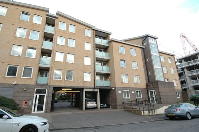 1 bedroom flat in Iceland Wharf, Yeoman Street, Surrey Quays