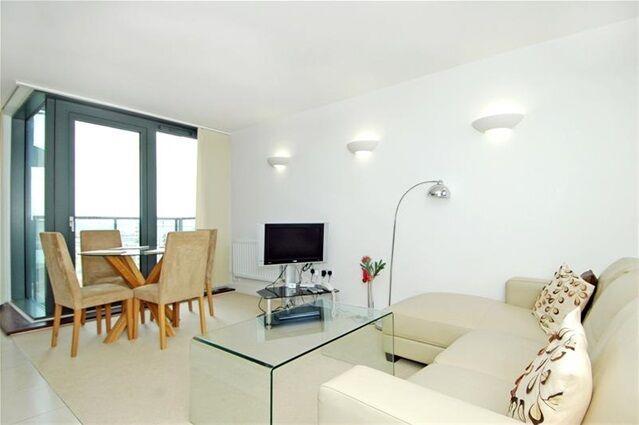 2 bedroom flat in Neutron Tower, Blackwall Way, East India