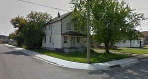 close to casino at niagara falls,2 bedrooms in two storey house