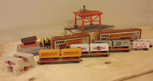 HO Model Train Piggyback Shipping Lot