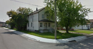 close to casino at niagara falls,5 bedrooms in two storey house