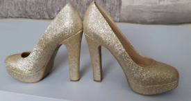 Gold glitter shoes size 3