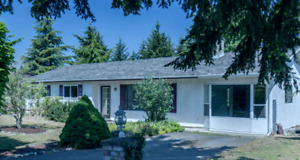 Beautifully updated 4 Bedroom Rancher in Parksville