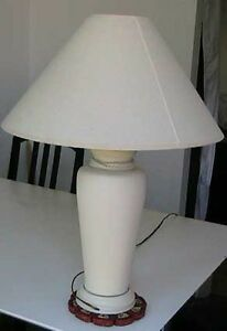 White IKEA desk lamp, Very decorative. BED light West Island Greater Montréal image 3