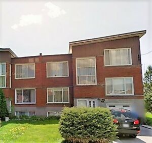 SHORT LONG TERM 1500sf CONDO Near Cote St Luc Exquisite FURNISH