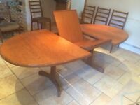 Rarely used G plan extendable table 6/8 seater with 6 matching chairs (Not G plan)