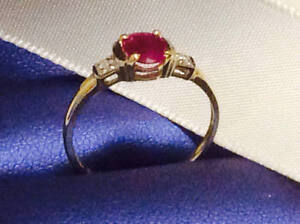 ***Stunning red ruby and diamond/gold ring***