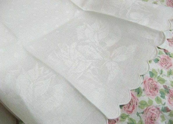ROMANTIC ROSEBUDS * Antique DAMASK HUCK LINEN * Vintage European BATH TOWEL