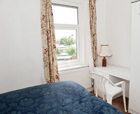 Single and Double Room available - 2 miles from city centre: couples welcome - All bills included