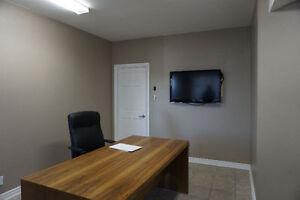 4 Bureaux fermés, spacieux et lumineux à louer - Décarie