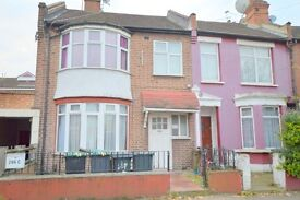 ***DSS WITH RENT AND DEPOSIT WELCOME***LARGE THREE BEDROOM FLAT HERMITAGE ROAD HARINGEY N4