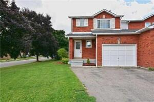Beautiful 2 Story Link- Detached Home In Desirable Location!
