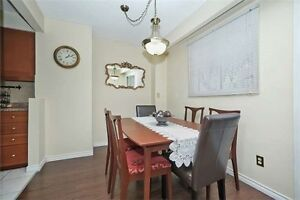 4 bedroom condo townhouse close sq 1 low maintainance 325$