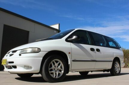 2001 Chrysler Grand Voyager RG 4th Gen SE White 4 Speed Automatic Wagon