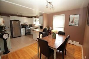 BRIGHT BEAUTIFUL APARTMENT ON ECHO DR