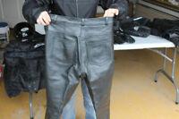 Pantalon de cuir (Moto) grandeur-M pour femme laisse a 25$