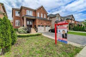 Absolutely 4 Bedroom Detached House In A Finished Basement!