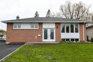 For Sale Beautiful Detached house with Pool Brampton