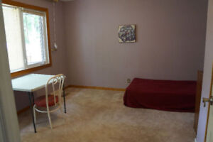 Main floor big bedroom - Close to University of Regina