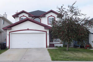 Very Clean 4 Bedroom 2 storey Single house in Coventry Hills NE,