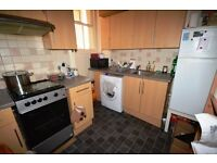 Attractive 1 bedroom flat located in Edinburgh's Royal Mile available SEPTEMBER – NO FEES