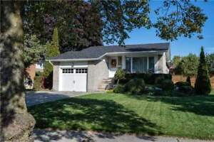 Gorgeous 3+2 Bdrm Home With A Beautiful Kitchen *AJAX*