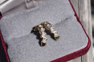 10K Yellow Gold Earrings with Five Diamonds on Each Side*
