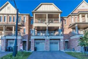 3 Bedroom Executive Townhome In Heart Lake Area