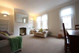 2 bedroom flat in Algiers Road, Ladywell