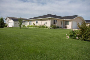 Well Maintained Home w/No Stairs In Steinbach!
