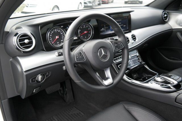 Image 3 Voiture American used Mercedes-Benz E-Class 2017