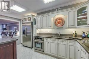 2Beds, 1Bath, 250 SCARLETT Road, Meticulously Renovated Unit