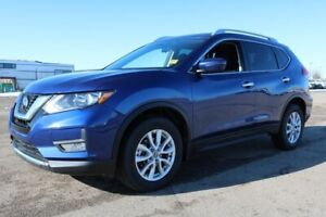 2018 Nissan Rogue AWD SV Accident Free,  Heated Seats,  Panorami