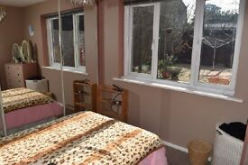 Double room with en suite and bills all included